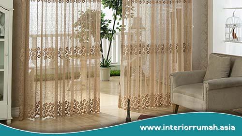 Tips Menata Tirai Pemisah Ruang Tamu dan Ruang Keluarga Menyatu